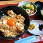 田園茶屋 いとわ - 「天とじ親子丼」(950円)。ビューティフルな丼です。
