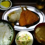 丸大ホール - アジフライ定食 600円