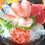 大間新栄丸 - 海鮮丼 アップ