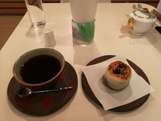 カフェ哲 - 米粉あんパンセット715円は3時以降の提供です
