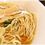 麺匠 きくち - プリっとした気持ち良い食感の上に小麦の風味もバツグン!かなり美味しい麺です。