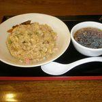 慶慶飯店 - 料理写真:チャーハン 680円