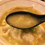 68700258 - 海老ワンタン白湯そばスープ                       じっくり炊き出した白湯スープは奥深い味わい