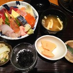 68700565 - 豪華九種盛り海鮮丼です