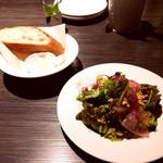 68703303 - ランチのサラダとパン