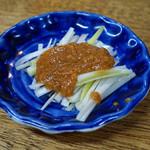"""餃子荘 ムロ - お通し の """"葱味噌"""""""