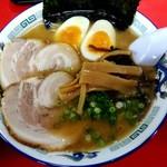 九州とんこつの うま馬 - 料理写真:醤油うま馬と半ライス890円
