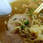 九州とんこつの うま馬 - これぐらいいれるとスープが立ちます