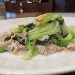 中華ビストロうちだ - 料理写真:沖縄島豚と中国野菜の塩炒め