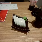 蕎麦雪屋 - 板わさ400円