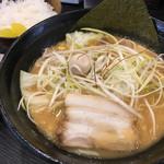 八段 - 味噌ラーメン 830円 (ご飯 : 夜10時まで無料)