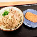 めんや七福  - 豚肉ぶっかけ冷とハッシュポテト