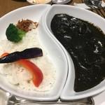 レストラン HUSHHUSH - シーフード黒カレー