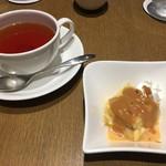 レストラン HUSHHUSH - パンプディングと紅茶