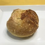 ボン・ボランテ - ブルーチーズと玉ねぎのパン 225円