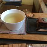 cafe ナナクリ - トゥルシー茶と甘いもの