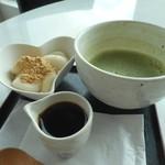 チット モッシェ - 料理写真:とうふの白玉きな粉と黒蜜がけ