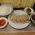 68727107 - 餃子定食680円