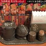 九州らーめん 亀王 - テーブルの上