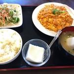 愛寧小吃 - エビと卵のチリソース定食