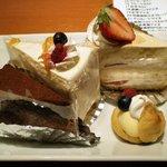 う~みや うーちばる - マンゴーショートケーキ(左上) 黒糖ショートケーキ(右上) 泡盛ザッハトルテ(左下) プチ黒糖シュークリーム(右下)