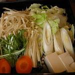 和食さと - 野菜盛り合わせ・豆腐