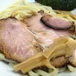らー麺 鉄山靠 - 「魚介豚骨つけ麺」チャーシューと穂先メンマ