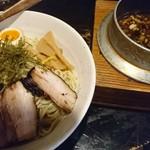 68732370 - 醤油タレのキリッと効いた抜群なつけ麺