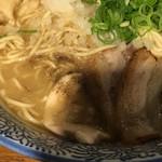 麺匠春晴 - 特製 濃厚煮干し鶏白湯ラーメン(´∀`)麺大 チャーシュー2種類 炙っており美味しい〜♫