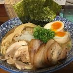 麺匠春晴 - 特製 濃厚煮干し鶏白湯ラーメン(´∀`)麺大で