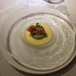 レストランパフューム - アボカドとタラバガニ、トウモロコシの冷製ポタージュ