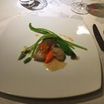 レストランパフューム - 本日の魚料理は真鯛と牡蠣。