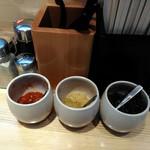 麺屋 龍 - 卓上薬味