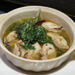 ハレギンザ - 牡蠣と春菊のアヒージョ
