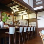 食堂 みつばち - カウンター席(内側)