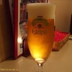 フォカッチャ - ピルスナービールのエーデルピルスという銘柄。お値段は、580円。(2017/5/21)