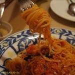 フォカッチャ - マグロのラグーソースのスパゲティー。美味しかった。(2017/5/21)
