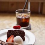 68750320 - 豆腐のチョコレートケーキ                       豆乳イチゴアイスクリーム添え