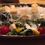 炭焼厨房 笑○ - クリームチーズのシーザーサラダ 650円