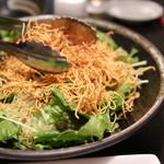 68751901 - 【野菜】長崎のパリパリ皿うどんサラダ