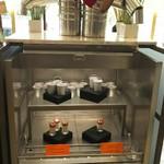 シースケープ テラス・ダイニング - ブリキのハートロゼワインゼリー、「ハートをください」ブリキのきこりパンナコッタ