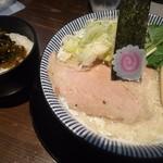 だしと麺 - とろとろ鶏と鯛の熟玉そばと高菜ごはん
