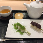 田頭茶舗 - 甘味セット団子2本+ほうじ茶