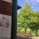 ミカドコーヒー - テーブルから見えるウッドデッキ♡