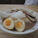ラーメンのこじま - 玉ネギチャーシュー+味玉