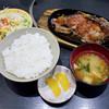 焼肉山吉 - 料理写真:牛ロースステーキ鉄板焼きランチ