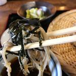 ふれあいの家 - 「ザルそば」麺リフト。海苔つき。