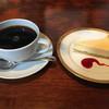 甍 - 料理写真:チーズケーキとブレンドコーヒーのセット@1,000円