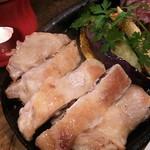 68759038 - ドカンと一枚鶏もも肉のグリル