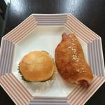 68765188 - ブリオッシュ(クリームとあんこ)とソーセージのパン